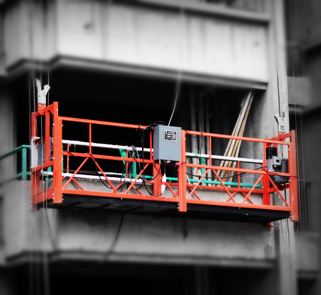 电动吊篮高空施工中